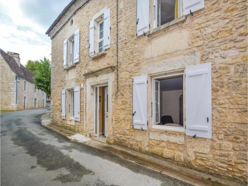 Five-Bedroom Holiday Home in Savignac-Les-Eglises : Guest accommodation near Le Change