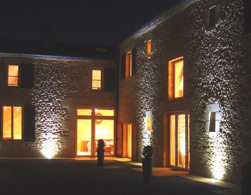 Domaine du Champ de l'Hoste : Guest accommodation near Saint-Pardoux-et-Vielvic