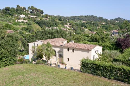 Le Mas des Amandiers : Guest accommodation near Saint-Paul