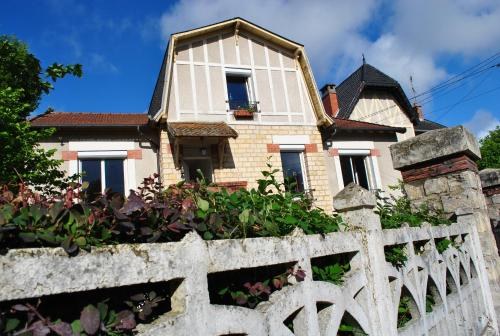 Chambre d'hôtes Le Cadran des Chauvelles : Bed and Breakfast near Jailly