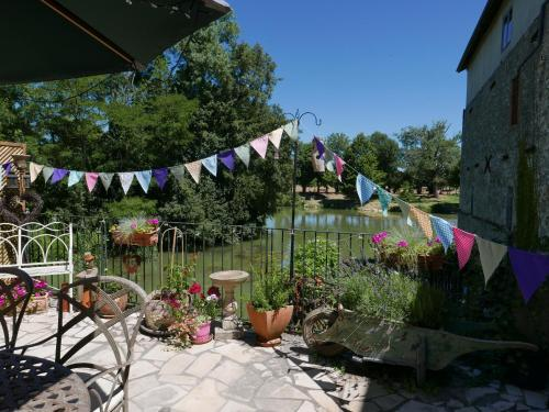 riverside studio : Bed and Breakfast near Mauvezin-sur-Gupie