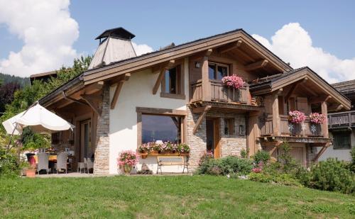 Chambres d'Hôtes Eternel Mont-Blanc : Bed and Breakfast near Combloux