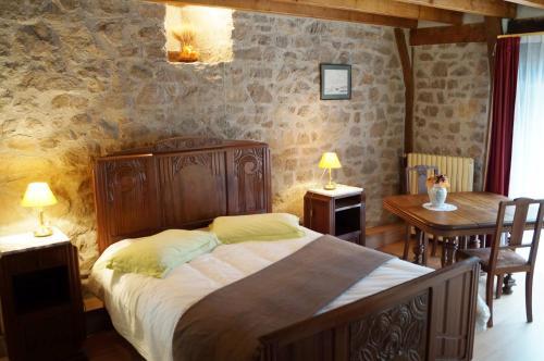 Gîte de 2 à 18 personnes : Bed and Breakfast near Ussel