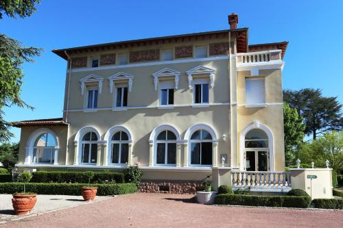 Château Blanchard : Hotel near Chazelles-sur-Lyon