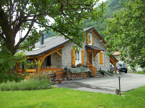 Ouxis : Guest accommodation near Roquefeuil