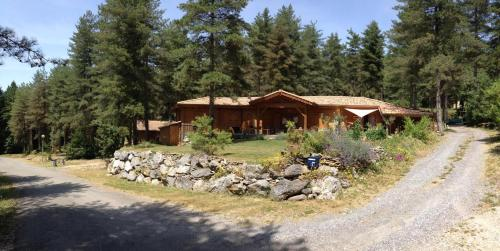 Murmures d'Arbres : Guest accommodation near Izaourt