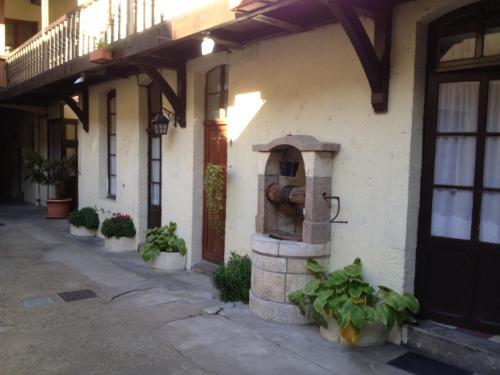 Le Vieux Relais : Hotel near Saint-Laurent-l'Abbaye