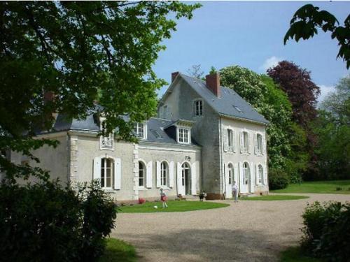 Le Château de Mondan : Bed and Breakfast near Voivres-lès-le-Mans