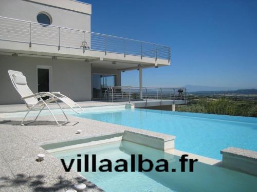 Villa Alba : Guest accommodation near Domazan