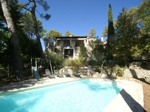Holiday home Saint-Etienne-du-Grès : Guest accommodation near Saint-Étienne-du-Grès