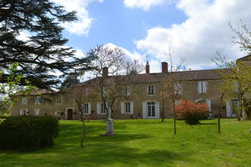 Chartreuse de Dane : Bed and Breakfast near Vic-Fezensac
