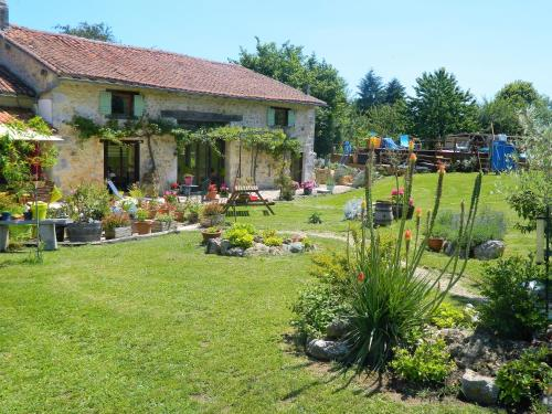 chez daisy : Guest accommodation near Rougnac