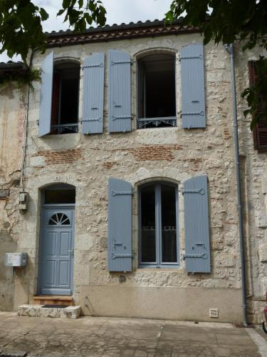 Les volets bleus : Guest accommodation near Le Temple-sur-Lot