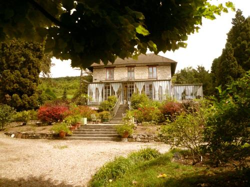 La Pluie de Roses : Bed and Breakfast near Sainte-Geneviève-lès-Gasny