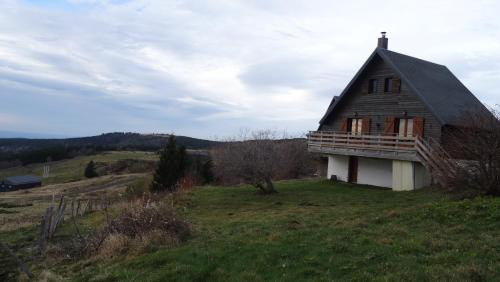 Chalet La Marmotte : Guest accommodation near Chastreix
