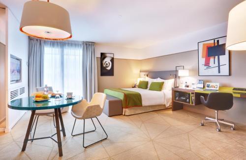 Fraser Suites Harmonie Paris La Défense : Guest accommodation near Courbevoie