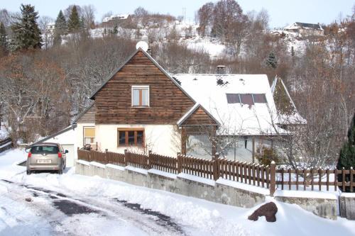 Villa Nina : Guest accommodation near Tourzel-Ronzières