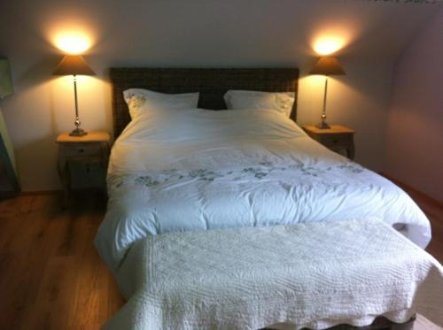 La Doucine : Bed and Breakfast near Neauphe-sous-Essai