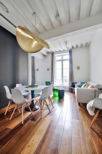 Auxerrois : Apartment near Paris