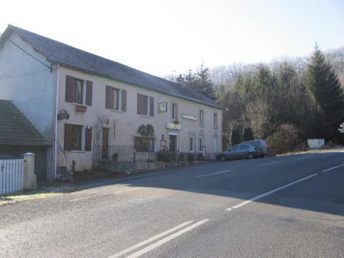 Hotel La Croix des Bois : Hotel near Saint-Priest-d'Andelot