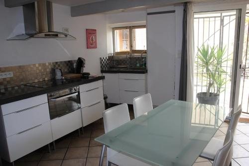 Appartement CAN COLOMS : Apartment near Glorianes