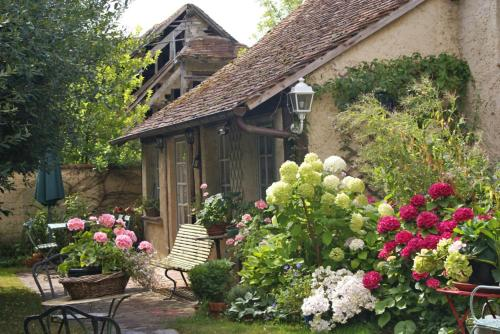 Lily cottage : Guest accommodation near Villiers-le-Mahieu