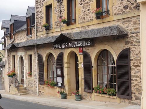 Hotel des Voyageurs : Hotel near Saint-Cyr-les-Champagnes