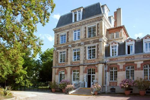 Hotel The Originals Maison de l'Abbaye (ex Relais du Silence) : Hotel near Rungis