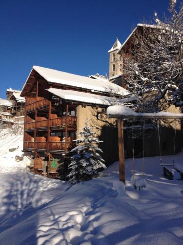 Les Chalets du Villard : Hotel near Ceillac