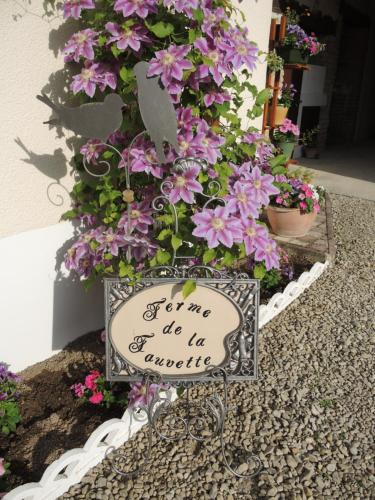 B&B Ferme de la Fauvette : Bed and Breakfast near Somme-Suippe