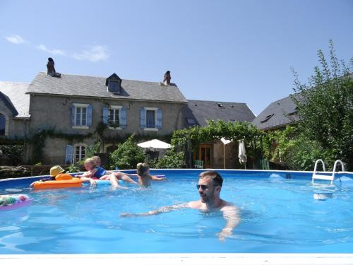 Pyrenees Gite Foxes Den : Guest accommodation near Bizous