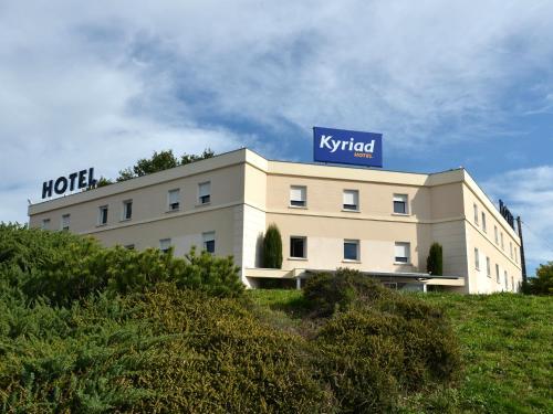 Hôtel Kyriad Brive Ouest : Hotel near Larche