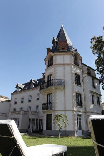 Château Les 4 Saisons : Bed and Breakfast near Saint-Sandoux
