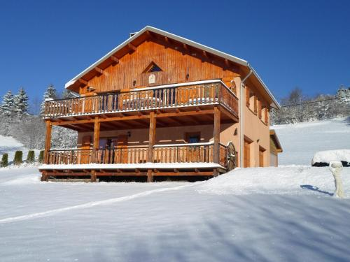 le chalet : Bed and Breakfast near Saint-Vincent-les-Forts