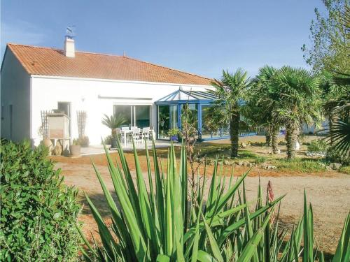 Two-Bedroom Holiday Home in l'Aiguillon sur Mer : Guest accommodation near Charron