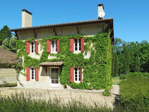 Ferienhaus mit Pool Montignac-de-Lauzun 300S : Guest accommodation near Montauriol