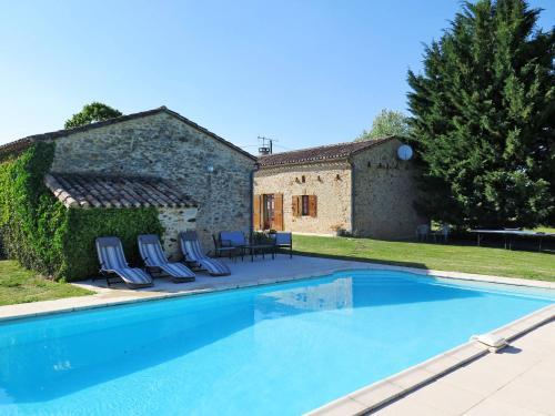 Ferienhaus mit Pool Gavaudun 300S : Guest accommodation near Rayet