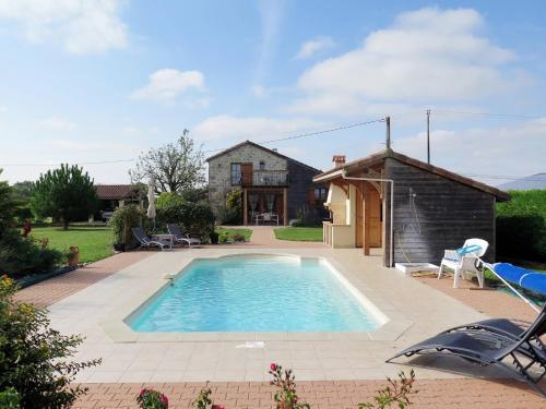 Ferienhaus mit Pool Madaillan 300S : Guest accommodation near Lusignan-Petit