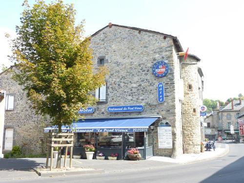 Hôtel Restaurant du Pont-Vieux : Hotel near Espinasse