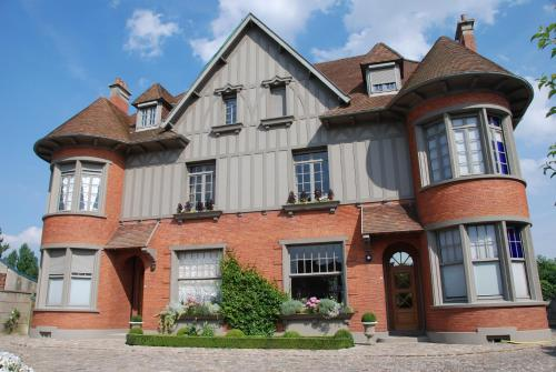 Demeure des Buis : Bed and Breakfast near Beaudricourt