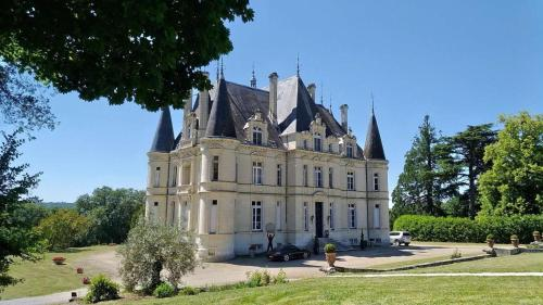 Chateau Marieville : Guest accommodation near Vouneuil-sur-Vienne