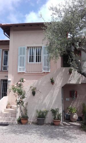 Villa entre Mer et Montagne : Guest accommodation near La Gaude