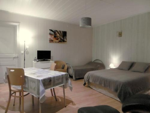 ECM Continental : Apartment near Nijon