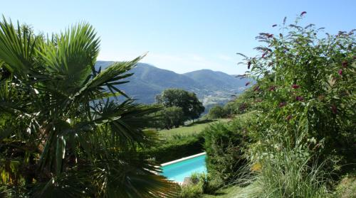 Domaine du Rocher St-Loup : Guest accommodation near Montchaboud
