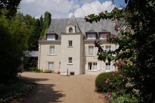 Logis Manoir De La Giraudière : Hotel near Beaumont-en-Véron