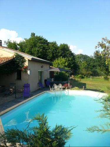 Propriété Périgord Agenais Piscine Sauna Jacuzzi : Guest accommodation near Laussou
