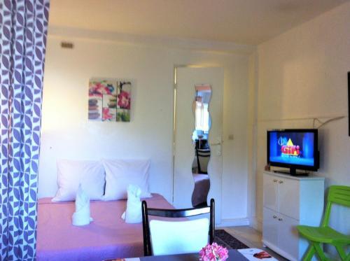 Studio Chez TEVY : Apartment near Pontault-Combault