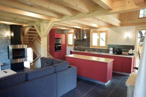 Grand Chalet neuf vallée Chamonix 10 personnes : Guest accommodation near Les Houches