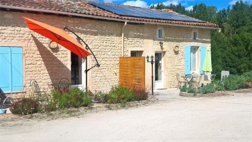 LOCATIONS RIVES DE SEUGNE - Claveau : Guest accommodation near Archiac