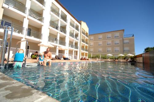 Residence De Tourisme Cote Green : Guest accommodation near Juvignac